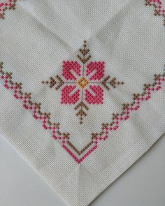 Beautiful little embroidered floral tablecloth 6 Cross Stitch Borders, Cross Stitch Rose, Cross Stitch Flowers, Cross Stitch Designs, Cross Stitching, Cross Stitch Embroidery, Hand Embroidery, Cross Stitch Patterns, Embroidery Designs