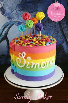 Rainbow cake with colorful cake pops // Tarta arcoiris Fancy Cakes, Cute Cakes, Pretty Cakes, Fondant Cakes, Cupcake Cakes, Buttercream Cake, Rainbow Parties, Kids Rainbow, Colorful Cakes