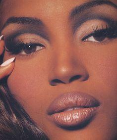 Naomi Campbell beauty by Kevyn Aucoin Glam Makeup, Skin Makeup, Makeup Inspo, Makeup Inspiration, Beauty Makeup, Contour Makeup, 90s Makeup Look, 2000s Makeup, Black Girl Makeup