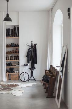 My Hallway: Hallway shoe shelf by Wertvoll Fotografie