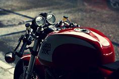 Ducati - tan bella y atractiva como una copa de Casillero del Diablo