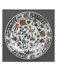 Plat à décor de branches cassées et tige de jacinthe - Musée national de la Renaissance (Ecouen)