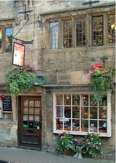 England Travel Inspiration - Badgers Hall: A proper traditional Engish Tea Room…