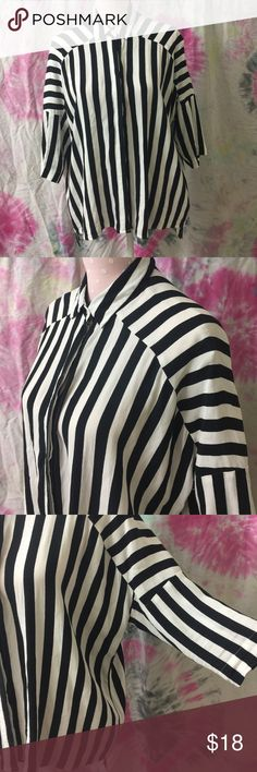 Black and white stripe blouse VGUC. Brand forever 21 size xs. Oversized. Can fit xsmall-large. Hi low. Itty bitty Mark in detail photo. Need measurements let me know! Forever 21 Tops Button Down Shirts