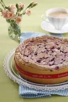 Snehový koláč s bobuľovým ovocím | Recepty.sk