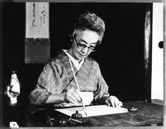 Japanese calligrapher, Tsuneko KUMAGAI (1893~1986) at work. 熊谷恒子