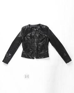 Hằng Jeans - Áo khoác da nữ màu đen ôm dáng sành điệu 8779-02. Giá: 859.000 đ