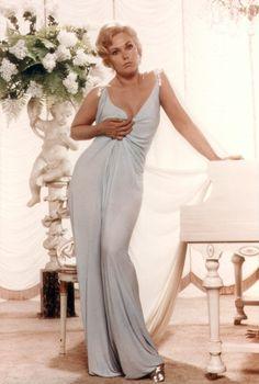 "Vintage Glamour Girls: Kim Novak in "" The Notorious Landlady "" Shirley Jones, Veronica Lake, Merle Oberon, Judy Garland, Classic Actresses, Hollywood Actresses, Alfred Hitchcock, Stanley Kubrick, Martin Scorsese"