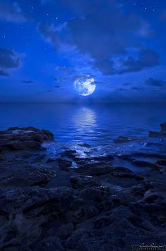 Blue Moon rising over Jupiter Beach, Florida. #bluemoon