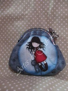 Carteira gorjuss Diy And Crafts, Coin Purse, Wallet, Purses, Wallets, Tejidos, Handbags, Coin Purses, Handmade Purses