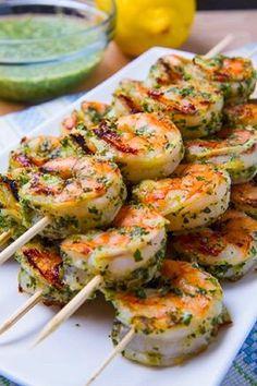 Recette - Brochettes de crevettes grillées au pesto - Des recettes minceur avec profil nutritionnel: http://maigrir-innovation.com/recettes-minceur #recette