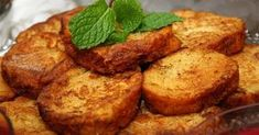 Learn how to make Portuguese fatias douradas, also known as rabanadas. Portuguese Sweet Bread, Portuguese Desserts, Portuguese Recipes, Tart Recipes, Cooking Recipes, Fun Desserts, Delicious Desserts, Cake Pops, Toast In The Oven