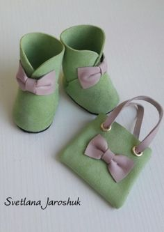 Baby Shoes Pattern, Shoe Pattern, Diy Toys Doll, American Girl Doll Shoes, Cute Couple Art, Baby Sewing, Preschool Crafts, Doll Accessories, Doll Patterns