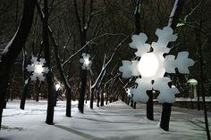 SNÖ: luminaires différentes couleurs 30 pouces diamètre; cie québécoise.