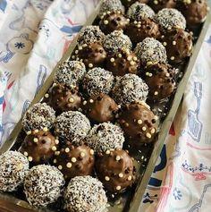 Ciambellone umplut cu cremă de ciocolată – Chef Nicolaie Tomescu Cake Pops, Cereal, Cheesecake, Food And Drink, Sweets, Cookies, Breakfast, Desserts, Recipes