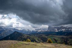 Aussicht von der Seiser Alm  #SeiserAlm #AlpediSiusi #Südtirol #Südtirolbewegt #Dolomiten #Italien Mountains, Nature, Travel, Europe, Hiking Trails, Road Trip Destinations, Hiking, Round Round, Italy