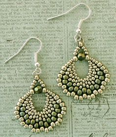 Linda's Crafty Inspirations: Free Beading Pattern: Peyote Fan Earrings
