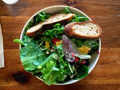 Ausgefallen: Gemischter Blattsalat mit Biss!!   Neugierig geworden?   Das Rezept gibts auf unserer Website: http://www.salatrezepte.at/…/gemischter-blattsalat-mit-biss/