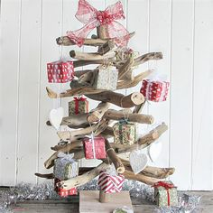 Driftwood Christmas Tree with Decorations for an Aussie Beach Christmas | fosic | madeit.com.au - our Christmas Tree for 2014