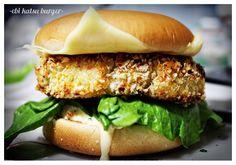 ebi katsu (shrimp patty) burger with tartar sauce Burger Recipes, Seafood Recipes, Shrimp Burger, Salmon Burgers, Shrimp Patties, Meatloaf Burgers, Asian Recipes, Ethnic Recipes