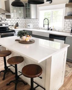 modern farmhouse kitchen with island and farmhouse stools farmhouse kitchen desi. modern farmhouse kitchen with island and farmhouse stools farmhouse kitchen design and decorating Kitchen Decor, Home Decor Kitchen, Farmhouse Kitchen Design, New Kitchen, Small Kitchen, Farmhouse Kitchen Colors, Kitchen Design, Kitchen Remodel, Home Decor