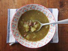 Sopa brasileña de yuca y res Palak Paneer, Guacamole, Mexican, Ethnic Recipes, Food, Brazilian Cuisine, Spices And Herbs, Soups, Ethnic Food