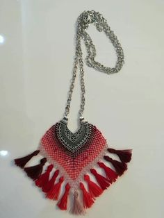 This Pin was discovered by NLN Crochet Jewelry Patterns, Lace Making, Simple Jewelry, Lana, Seed Beads, Tassel Necklace, Diy And Crafts, Crochet Earrings, Projects To Try