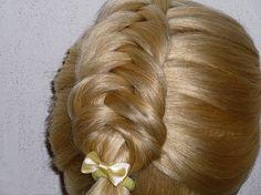 Причёска с плетением.Причёски для средних, длинных волос.Причёски для де...