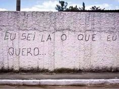 15 pichações filosóficas em muros do Brasil Tumblr Wallpaper, Wallpaper S, Alaska Young, Street Quotes, Bad Memes, Insta Posts, Some Words, Critical Thinking, Music Quotes