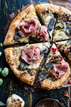 "nom-food: ""Charred brussels sprout pizza with browned sage butter "" Flatbread Pizza, Neapolitanische Pizza, Pizza Sans Levain, Sage Butter, Food Porn, Half Baked Harvest, Pizza Recipes, Pizza Flavors, Snack"