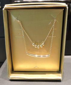 Acessórios, joias e colares são presentes que agradam a todas as mulheres no amigo secreto. Este colar com corrente dourada é da Morana por R$45,00