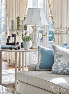 trendy home decored ideas living room elegant window treatments Home Living Room, Living Room Decor, Ideas Hogar, Interior Decorating, Interior Design, Interior Colors, White Rooms, Trendy Home, Beautiful Interiors