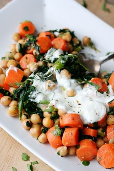 Yotam Ottolenghi's Chickpea Saut with Greek Yogurt - kochkarussell.com