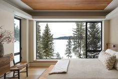 Designed by US studio McCall Design and Planning, Modern Cliff House offers stunning views of the rugged beauty from each room. Modern Lake House, Modern House Plans, Modern House Design, House By The Lake, Cliff House, House Viewing, Minimal Home, Marquise, House And Home Magazine
