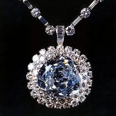 Hope Diamond once known as the French Blue. It was part of the French Crown Jewels and worn by Marie Antoinette. Royal Jewelry, Diamond Jewelry, Jewelry Box, Jewelery, Jewelry Accessories, Fine Jewelry, Graff Jewelry, Royal Crown Jewels, Diamond Choker