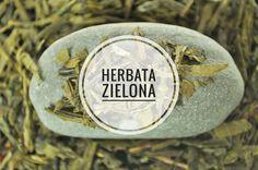 Przygotowując zieloną herbatę trzeba pamiętać o kilku zasadach. Wodę należy zagotować, a następnie schłodzić do ok. 80-90° C (dzięki temu napar nie będzie gorzki). Zielona herbata może być parzona kilka razy z tych samych liści. Zaleca się parzenie zielonej herbaty w porcelanowym czajniczku i z użyciem miękkiej wody. #herbata #tea #upominek #prezent