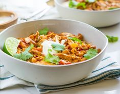 This slow cooker chicken chili is made with tomatoes and two kinds of beans. The well-seasoned chicken chili will be a hit with family and friends! Slow Cooker Chicken Chili Recipe, Easy Crockpot Chicken, Best Crockpot Recipes, Chili Recipes, Slow Cooker Recipes, Chicken Recipes, Cooking Recipes, Crockpot Meals, Cooking Tips