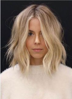 Everyday With J - Hair + Beauty - perfect light blonde balayage - Curls For Medium Length Hair, Curled Hairstyles For Medium Hair, Middle Part Hairstyles, Blonde Short Hairstyles, Wavy Lob Haircut, Bob Hairstyles 2018, Centre Parting Hairstyles, Blonde Hair Styles Medium Length, Medium Wavy Hair