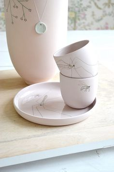 FRIVOLE INSTAGRAM Elke van den Berg design ceramic mug cup plate pastel pink WWW.FRIVOLE.NL