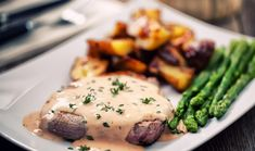 A steak always tastes good, especially when it's covered in a delicious sauce! What sauce do you prefer on your steak? California Wine Club, Steak Au Poivre, Pepper Steak, Recipe Please, Beef Steak, How To Cook Steak, Steak Recipes, Stuffed Peppers, Dishes