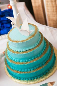 Seablue weddingcake origami birds Origami Birds, Aqua, Turquoise, Wedding Cakes, Mint, Wedding Gown Cakes, Water, Wedding Cake, Cake Wedding