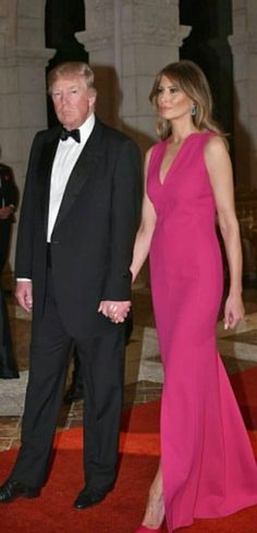 President & First Lady Melania Trump First Lady Of America, Melania Knauss Trump, Donald And Melania, First Lady Melania Trump, Famous Couples, Ivanka Trump, Beautiful Gowns, Pretty Dresses, Pink Dress