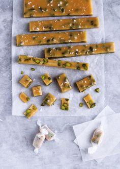 Værtindegave. Fyld en dåse med karamellerne og giv dem som en værtindegave. - Foto: Maja Ambeck Vase