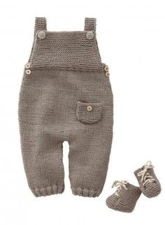 Mag 165 - - Dungarees and sneakers Patterns Knitting For Kids, Baby Knitting Patterns, Baby Patterns, Free Knitting, Baby Outfits, Kids Outfits, Layette Pattern, Baby Dungarees, Wool Shop