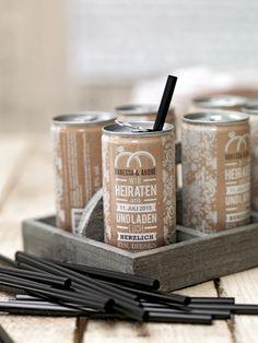 Sie begeistern alle: Individuelle Getränkedosen mit eigenem Design gestaltet. Deshalb freuen wir uns umso mehr, euch in dieser Woche eine Runde der tollen Getränkedosen von DEINE EIGENE DOSE an eure Gäste auszuschenken.