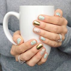 All the #winterfeels #feelslikewinter #tistheseason this #mani totally sports all the #softness of the #season #mintmanicure #goldmanicure #sparklenails #cutenails