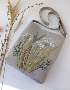 Hand Embroidery Patterns Flowers, Hand Embroidery Videos, Embroidery Bags, Embroidery Designs, Handmade Clutch, Handmade Bags, Handmade Bracelets, Handmade Leather, Fabric Purses