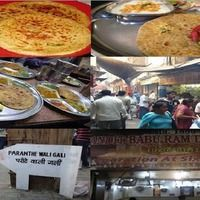 Reason the Food Street(Parathe or chaat Waali Gaali) – Chandini Chowk and Old Delhi Sightseeing Tour, Delhi India. You will all kinds Indian of Veg and Non Veg Food. Food Places, Places To Eat, Night Food, India Food, Chaat, Recipes From Heaven, Street Food, Healthy Recipes, Healthy Food