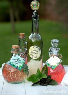 Herb & Pepper Flavor Infused Vinegar with FREE Printable Hang Tags – CanningCrafts Flavored Oils, Infused Oils, Diy Holiday Gifts, Diy Gifts, Digital Paper Free, Digital Papers, Digital Scrapbooking, Canning Jar Labels, Herb Labels