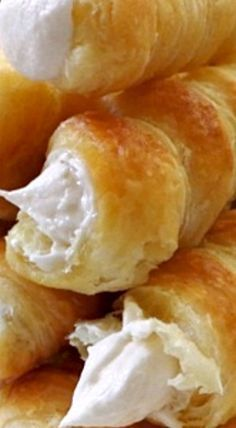 Homemade Cream Horns - so easy when you opt for store bought puff pastry! ❊- Homemade Cream Horns – so easy when you opt for store bought puff pastry! ❊ Homemade Cream Horns – so easy when you opt for store bought puff pastry! Puff Pastry Desserts, Puff Pastry Recipes, Köstliche Desserts, Delicious Desserts, Dessert Recipes, Yummy Food, Choux Pastry, Savory Pastry, Shortcrust Pastry